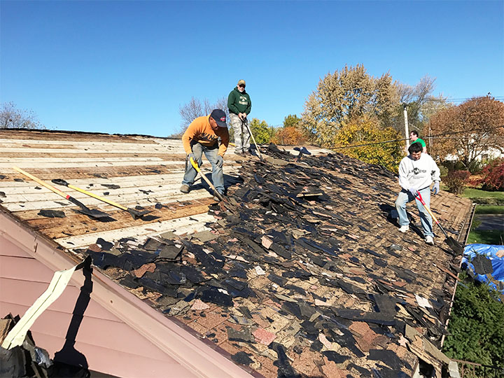 An Aurora homeowner receives new roof