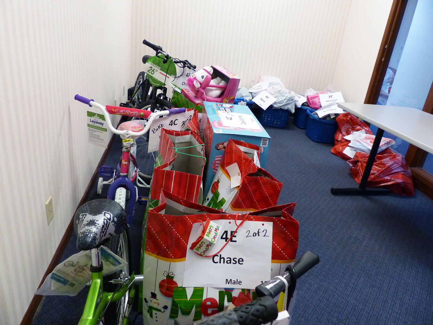 The Fox Valley United Way's Holiday Assistance program gets help from organized labor with donations.